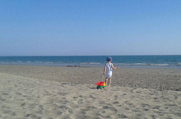 bimbo al mare